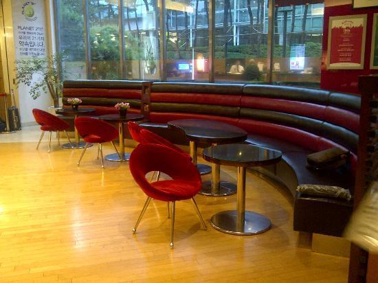 โรงแรมไอบิส แอมบาสซาเดอร์ โซล: Sitting lounge in the Lobby Area
