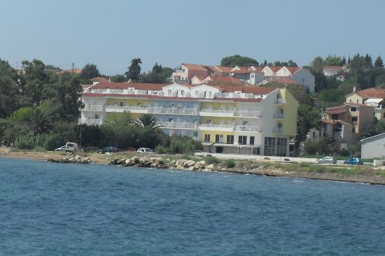 Hotel Summery: The hotel viewed from the harbour