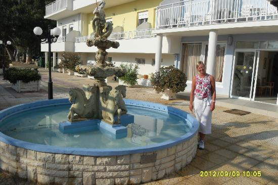 Hotel Summery: the beautiful fountain at the back of the hotel