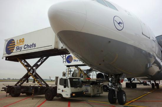 Dusseldorf Airport Tour: close look at the airport vehicles & facilities.