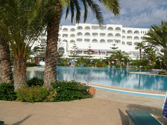 SENTIDO Aziza Beach Golf & Spa : poolside