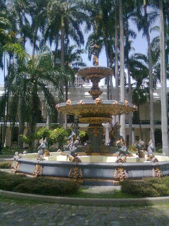 El Capitolio Nacional : Jardines Internos