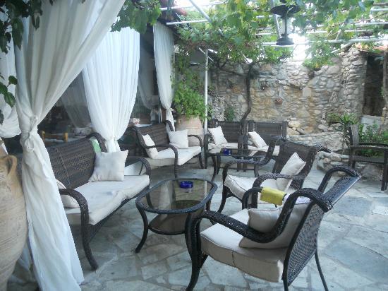 Aegean Wave Hotel: hotel lounge area on terrace