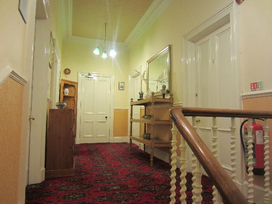 Straven Guest House: Flur