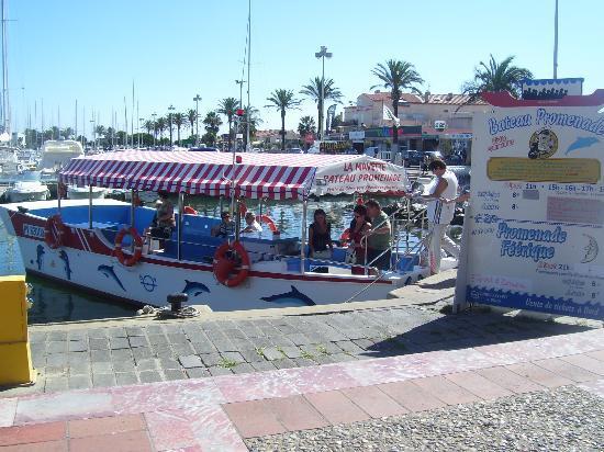 Restaurant L'Aquarium : EN FACE LE DEPART POUR UNE RANDONNEE en bateau