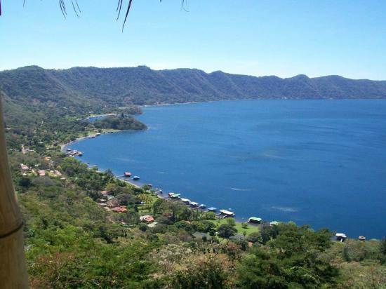Espectacular vista desde la carretera de acceso al lago