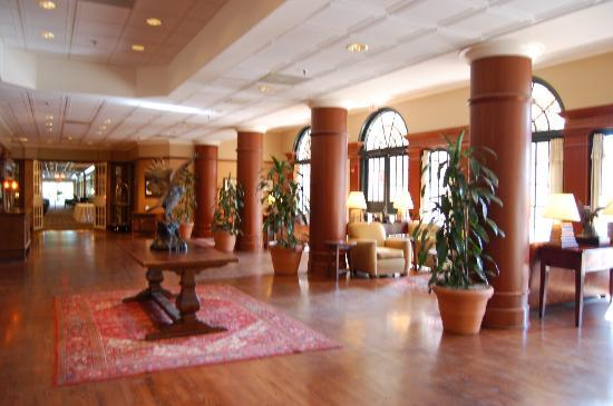 The Hotel at Auburn University: Lobby area.