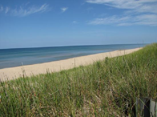 Snug Harbor Resort: Lake Michigan beach, just 1 mile away