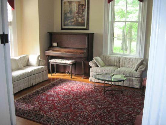 The Flagg Farmstead : Front Parlor (one of two)
