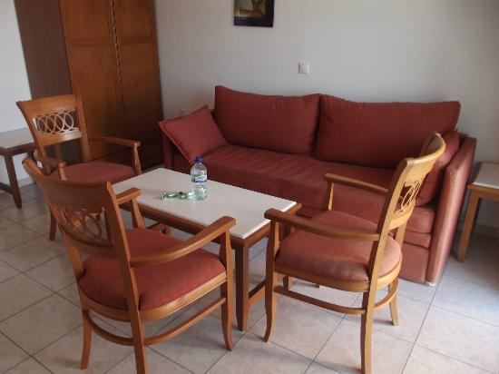 Costa Blu Hotel & Suites: Living area