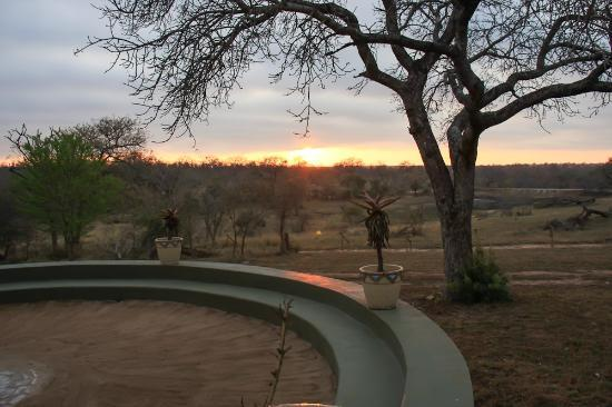 Vuyatela Lodge & Galago Camp: Sunsrise over the Boma