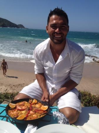 Rocka Beach Lounge & Restaurant : Bruno and paella ! yum