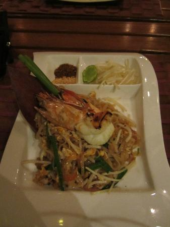 Raya Restaurant and Wine Bistro : Lovely Pad Thai