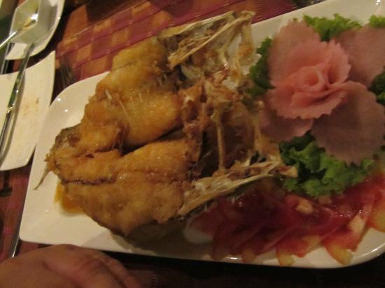 Raya Restaurant and Wine Bistro : My deep fried Sea Bass, delicious!