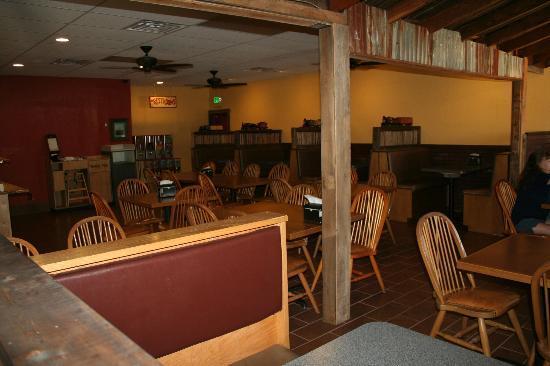 R & R Pizza Express: Dining Room