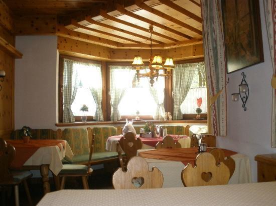Kaiserhotel Kitzbühler Alpen: zona del desayuno