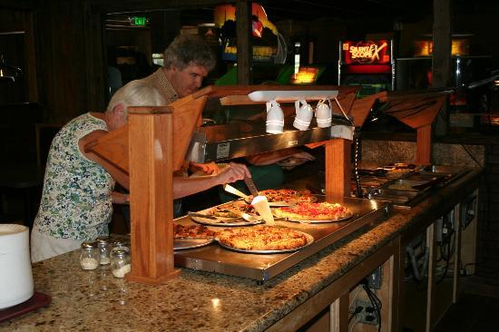 R & R Pizza Express: Pizza on Buffet