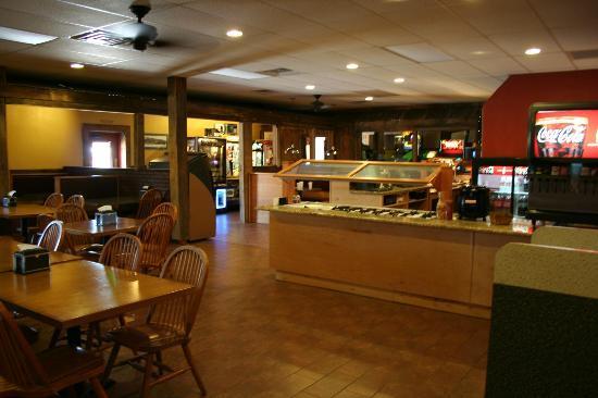 R & R Pizza Express: Salad Area