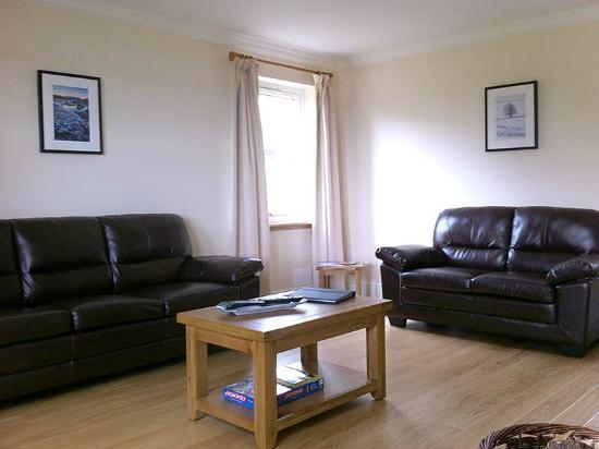 Highland Farm Cottages: Lounge