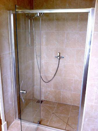 Highland Farm Cottages: Shower