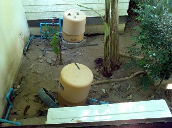 Fisherman's Village Resort: Room Facilities. Water tanks and pipes outside bedroom window. The Bad.