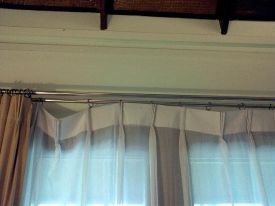 Fisherman's Village Resort: Room Facilities. Curtains missing hooks. The Bad.