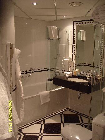 Radisson Blu Ridzene Hotel: Il bagno