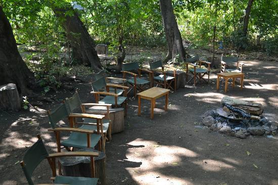 Murera Springs Eco Lodge: intorno al fuoco
