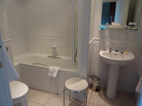 The Palace Hotel: Our bathroom