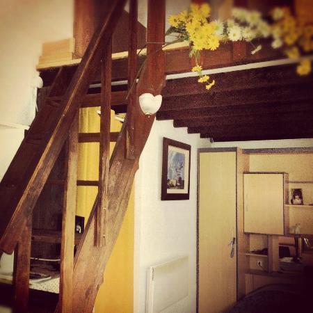 La Vigueirado: Two levels in the Camargue Studio