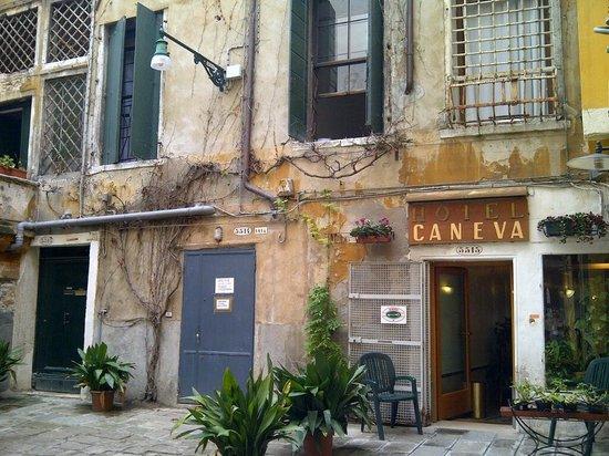 Hotel Caneva : outside the hotel