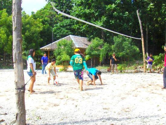 Visayas Breeze Resort: Volleyball