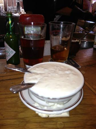 Hank's Oyster Bar: Famous clam chowder