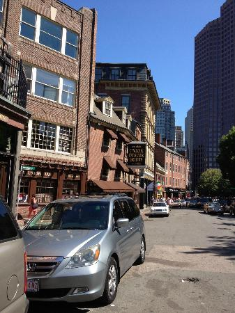 Hank's Oyster Bar: Street Front