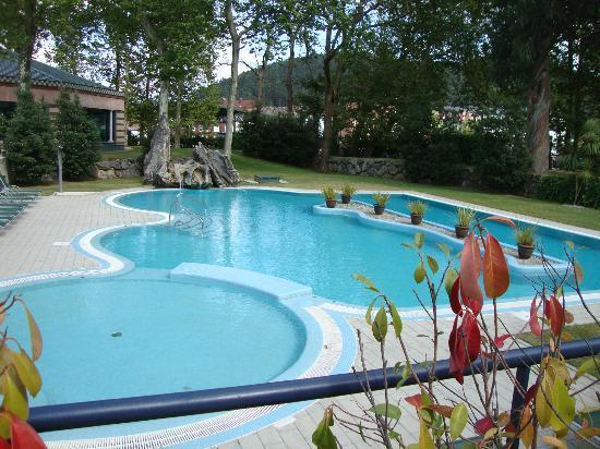 Piscina y jardines picture of castilla termal balneario - Jardines con piscinas ...