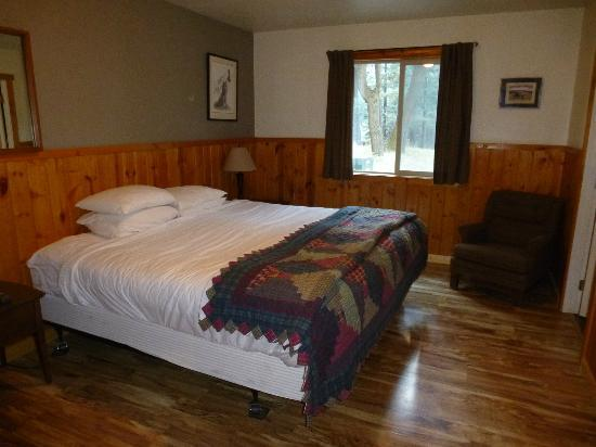 Wallowa Lake Resort: King bedroom