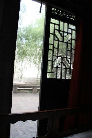 Suzhou Mingtown Suzhou Youth Hostel: Right next to Pingjiang lu