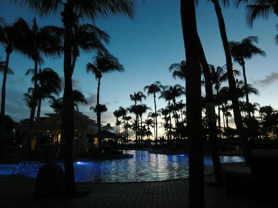 Aruba Marriott Resort & Stellaris Casino: Pool at sunset