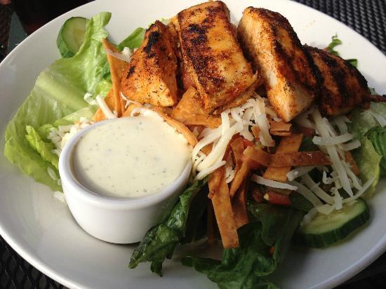 Molly Maguire's Irish Restaurant & Pub: grilled chicken salad
