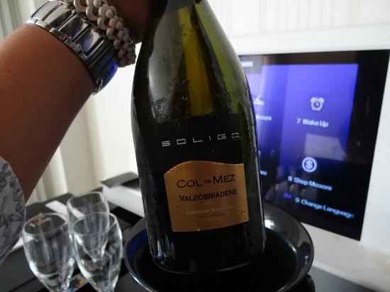 G&V Royal Mile Hotel Edinburgh: champagne given at night, tiny 26