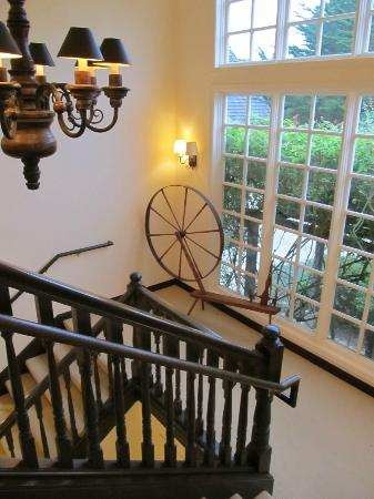 Seal Cove Inn: Grand Staircase to top floor.