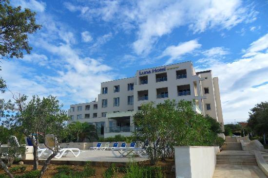 Luna Island Hotel: hotel depuis la plage privée