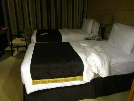 Savoy Suites Hotel Apartments: Bed