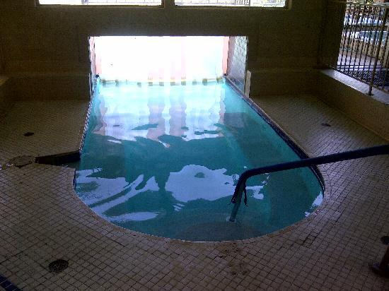 Inn at Silver Creek: Pool starts inside.... flaps need to be cleaned
