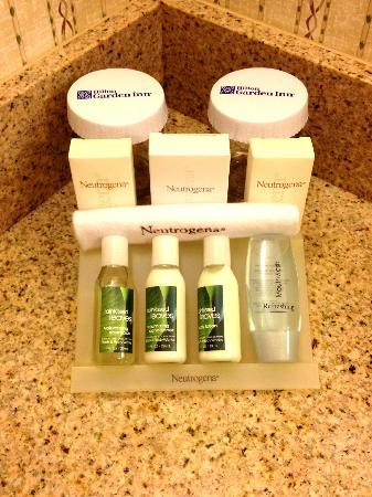 Hilton Garden Inn Palm Springs/Rancho Mirage: Bathroom Amenities