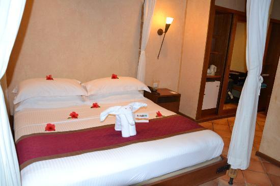 Kuramathi Island Resort: letto