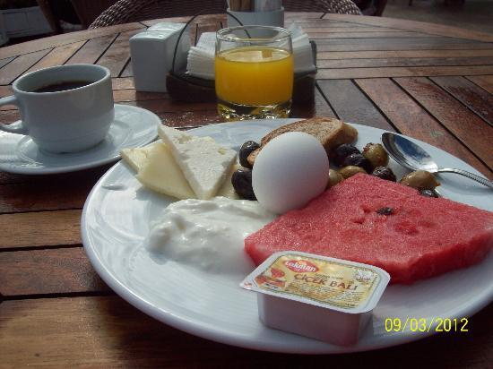 Lady Diana Hotel: Daily breakfast on the room top. Not bad.