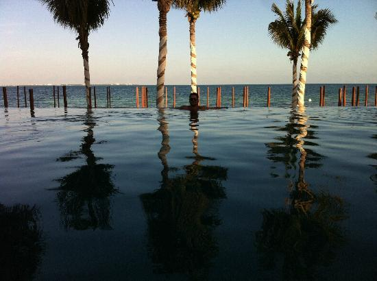 Villa del Palmar Cancun Beach Resort & Spa: Infinity Pool