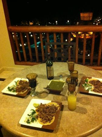 Villa del Palmar Cancun Beach Resort & Spa: Dinner on our balcony