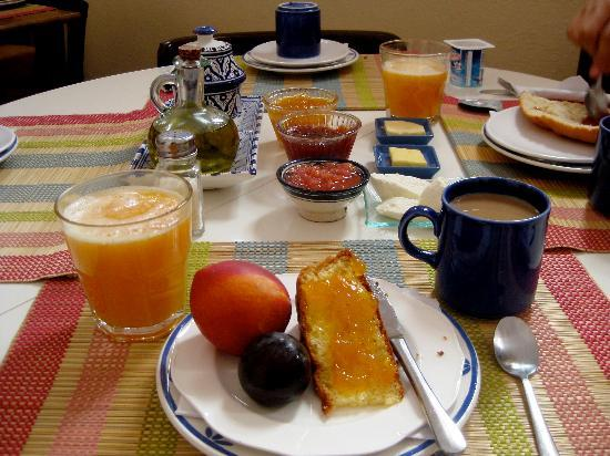 Hostal Guernika: Breakfast for 30Dh